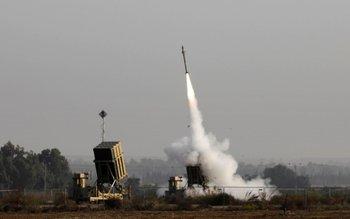 """Un misil lanzado desde el sistema de protección israelí """"Cúpula de acero"""""""