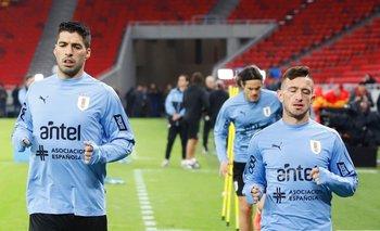 Luis Suárez y Brian Lozano en el estadio Ferenc Puskás de Budapest