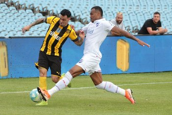 Carvalho marca a Estoyanoff