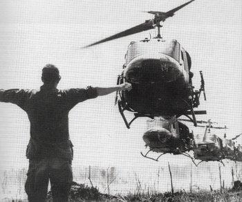Helicópteros Huey (Bell UH-1 Iroquois) para transporte de tropas estadounidenses