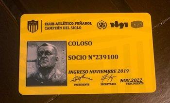 El carnet de socio de Coloso y de Stefan Kapisic
