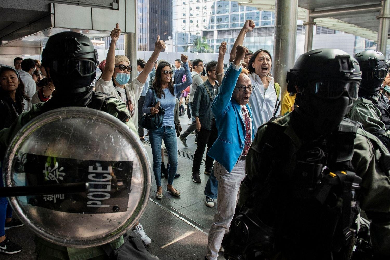 Prohíbe China a naves de EUA parar en Hong Kong