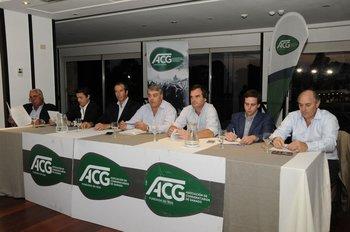 En el Club de Golf del Uruguay, previo al brindis de fin de año, se realizó la asamblea anual de la Asociación de Consignatarios de Ganado.