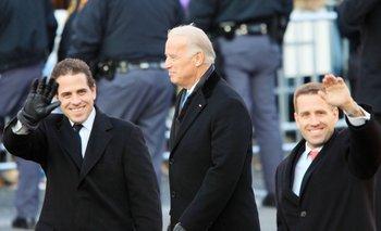 Hunter Biden junto a su padre Joe y su hermano Beau en 2009