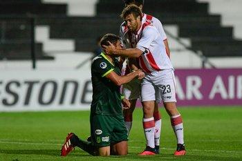 Alonso consuela a un rival