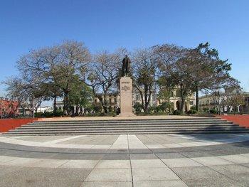 Monumento a Artigas en Plaza Constitución de Melo