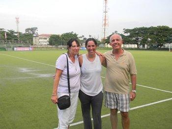 Con sus padres