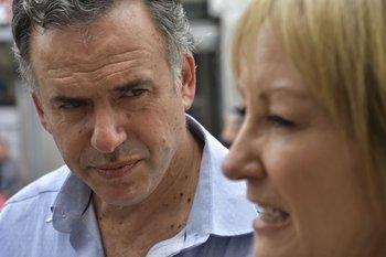 Los intendentes Yamandú Orsi (Canelones) y Carolina Cosse (Montevideo)