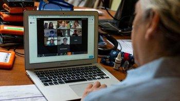 La pandemia de covid-19 ha llevado a muchos colegios y universidades a ofrecer clases en línea.