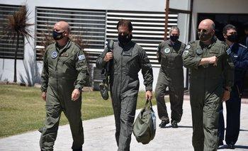 El mandatario partió de la base aérea de Carrasco