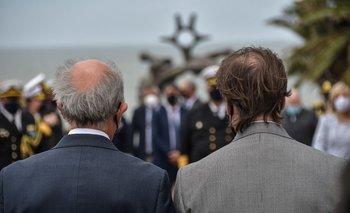 Javier García y Luis Lacalle Pou en acto por el Día de la Armada.