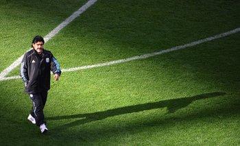 """El astro del fútbol argentino Diego Armando Maradona murió luego de sufrir una """"insuficiencia cardíaca aguda"""""""