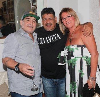 Diego Maradona junto a su hermano Hugo Maradona