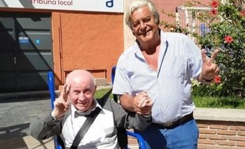 Gonzalo Aguirre con Luis Alberto Lacalle, quien lo acompañó a votar en el Club Biguá en noviembre de 2019.