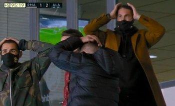Valverde, de espaldas, lo sufre en la platea