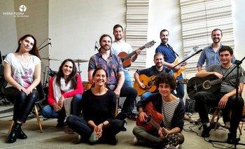 De derecha a izquierda: Josefina, Macarena, Analía, Matías, Jorge (atrás), Bruno (en el piso), Andrés (guitarra), Joaquín Hurtado (atrás), Juan (guitarra), Joaquín Dalla Rizza (atrás).