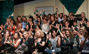 El grupo de Actrices Argentinas después de la conferencia de prensa donde Fardin contó que Darthés la violó
