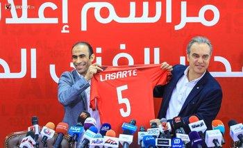 Lasarte con la 5 de Al Ahly