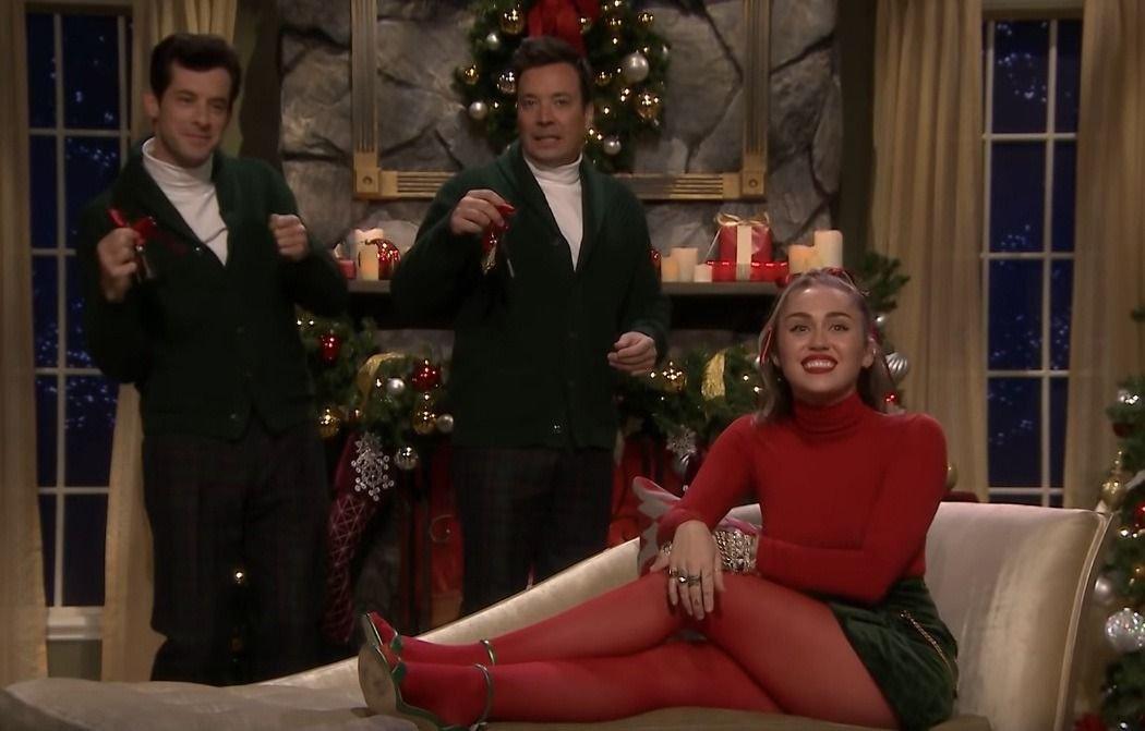 Miley Cyrus modificó un villancico navideño en repudio a sus palabras misóginas