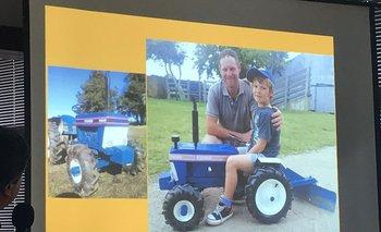 Martin Wohlwend y su hijo con su proyecto.