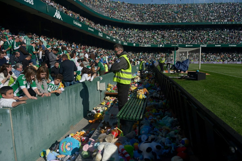 El Betis pincha en la despedida del año y revitaliza al Eibar