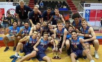 La selección uruguaya sub 17 de básquetbol en el Sudamericano de Santiago