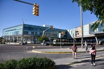 La rapiña se dio en las afueras del Costa Urbana Shopping en Ciudad de la Costa