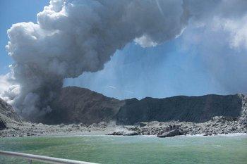 El White Island entró en erupción pasadas las 2 de la tarde de este lunes