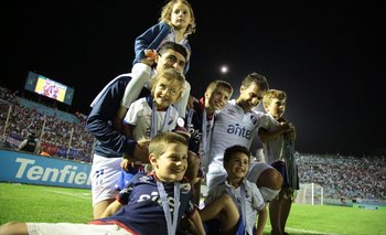 Castro y Fernández en familia tras ganar el Uruguayo 2019