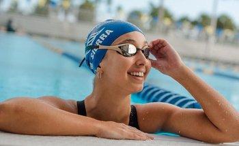 Micaela Sierra volvió a sonreír en una piscina
