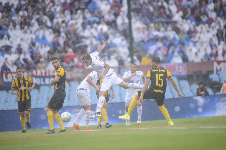 Mucho ruido, pocas nueces: Nacional y Peñarol aburrieron en el clásico