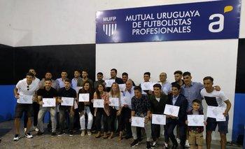 Más de 60 futbolistas de la MUFP se diplomaron en Gerencia Deportiva, Kinesiología y Gestión Empresarial