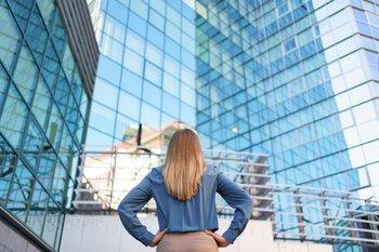 Al desconectarse de los problemas que abordan, los emprendedores pierden conexión con el mercado y, por lo tanto, no generan tracción