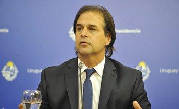 Luis Lacalle Pou durante una conferencia de prensa por el aumento de casos de coronavirus en Uruguay
