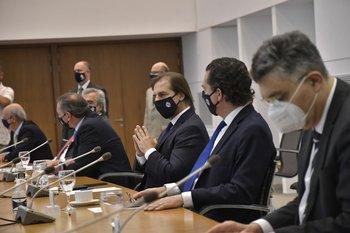 El presidente Luis Lacalle Pou reunido con los integrantes del GACH y los ministros
