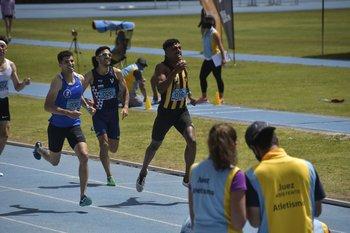 Jairo Morena de Peñarol ganó el 800 m