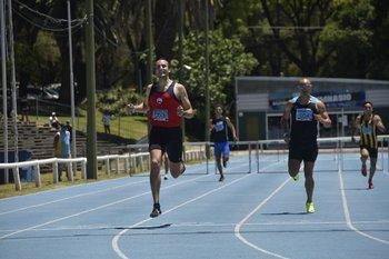 Alejandro Peirano supera a Andrés Silva