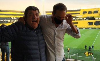 Barrera y Ruglio celebraron así el triunfo de Peñarol ante Nacional por 3-2 en diciembre pasado
