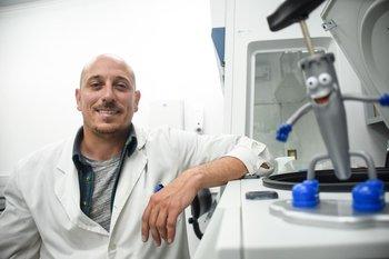 Gonzalo Moratorio es uno de los diez científicos más importante del 2020 según la revista Nature