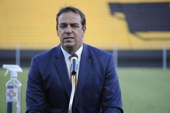 Ruglio habló con Ignacio Alonso por los arbitrajes que perjudicaron a Peñarol