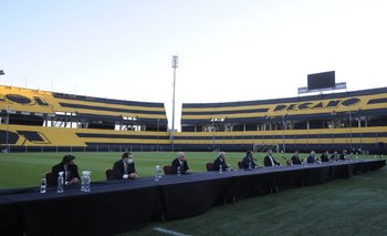 La directiva de Peñarol el día en que asumió funciones