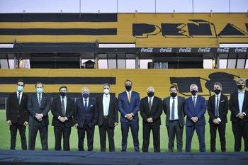La directiva de Peñarol que asumió en diciembre, con Ruglio presidente