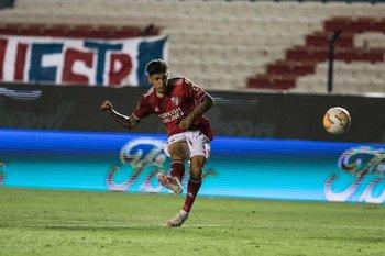 Jorge Carrascal, golazo para el 1-0