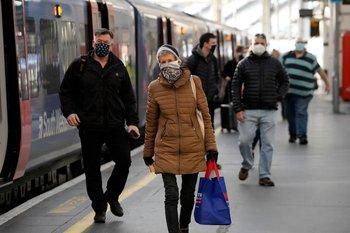 El primer ministro británico, Boris Johnson, declaró una nueva orden de confinamiento tras una cepa más contagiosa de coronavirus en Reino Unido