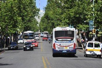 Con 711 contagios sumados entre el lunes y el martes en Montevideo, la capital volvería a ingresar a zona roja