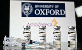 La vacuna fue desarrollada en conjunto por la Universidad de Oxford y el laboratorio AstraZeneca