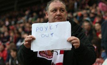 Un hincha pidió la salida de Poyet; este lunes el DT fue destituido