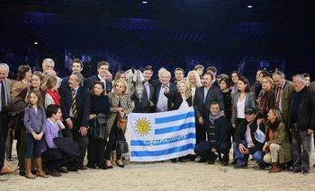 Laetitia d'Arenberg con sus familiares y amigos junto al Campeón del Mundo