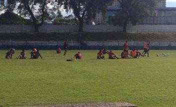 Los futbolistas entrenando este viernes en el Palermo.