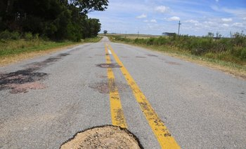 Ruta deteriorada en Uruguay. (Foto archivo)